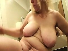 Blondie Mature Fucked In A Public Mall Wc